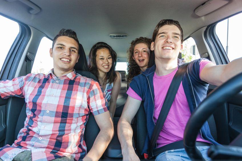 http://autorijschooljr.nl/wp-content/uploads/2015/07/group-having-fun-in-a-car.jpg